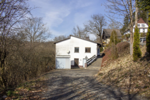 Haus mit Einliegerwohnung, D-59969 Hallenberg, Kaufpreis: 170.000,00 €